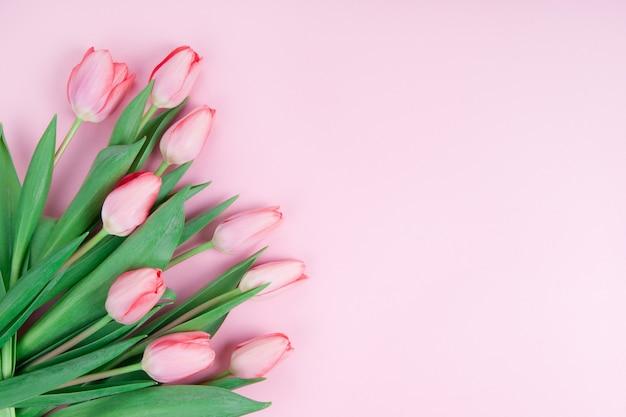 Vista dall'alto di tulipani rosa