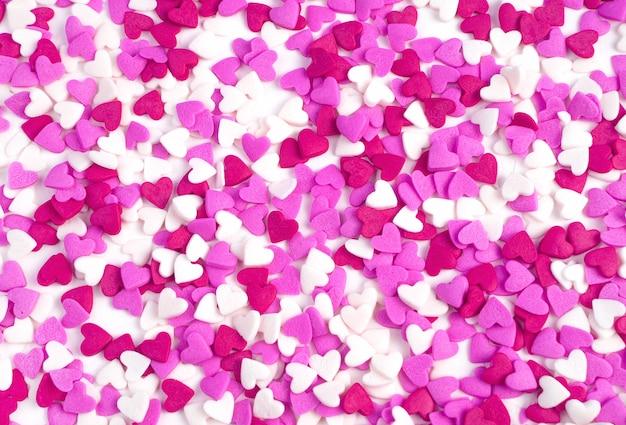 Cuori rosa e bianchi. sfondo vacanza, vista dall'alto. san valentino