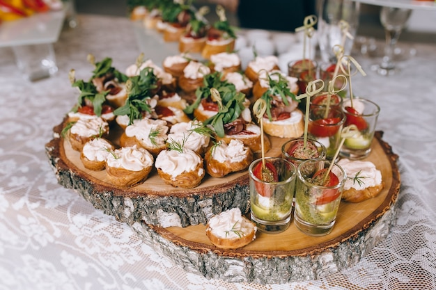 Pintxos, tapas, tartine spagnole finger food per feste finger
