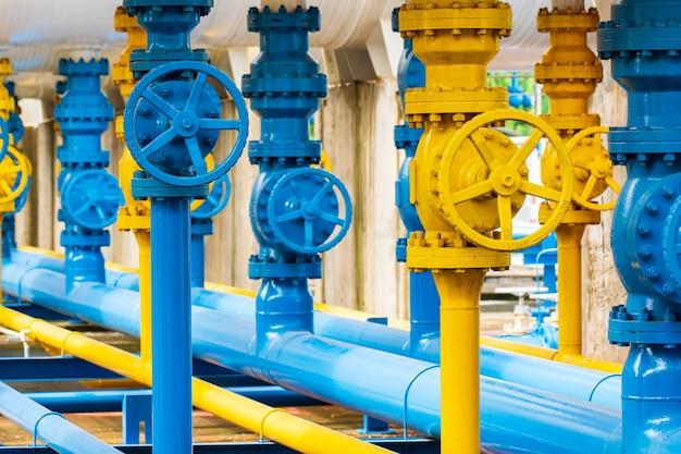 Valvole delle condutture all'impianto del gas