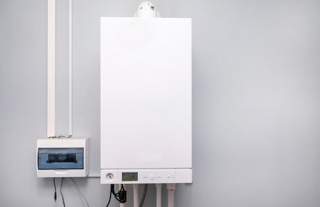 Tubazioni e valvole dell'impianto di riscaldamento centralizzato domestico