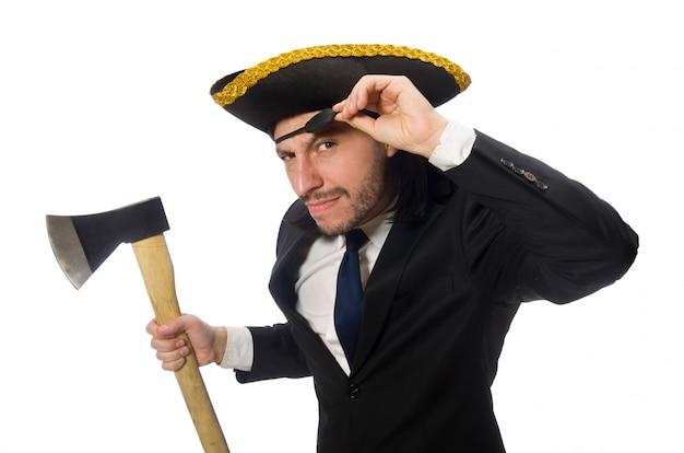 Uomo d'affari del pirata con l'ascia isolata su bianco