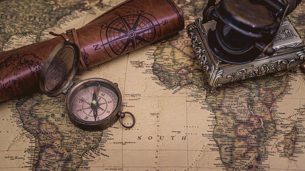 Bussola nautica pirata in ottone