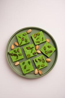 Pistacchio mavaã'â o khoa dolce altrimenti chiamato pista barfi, burfi, barfeeã'â o peda, un dolce indiano di colore verde