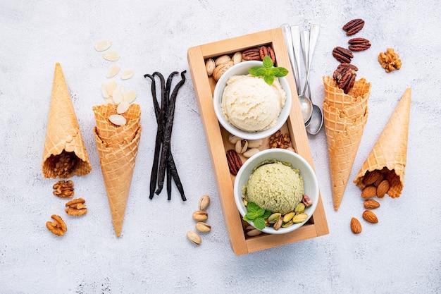 Gelato al pistacchio e alla vaniglia in ciotole