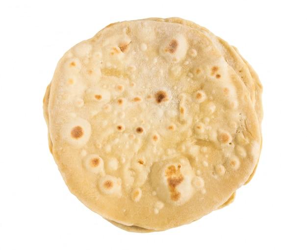 Pita, chapati, naan o tortilla isolato