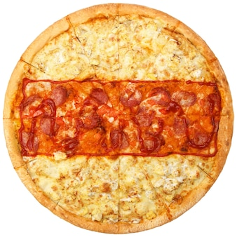 Pizza con colori che ripetono la bandiera nazionale bianco-rosso-bianca della bielorussia