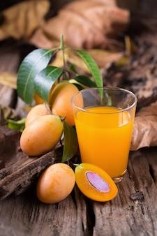 Frutta di plango o frutta tropicale marian plum del sud-est asiatico
