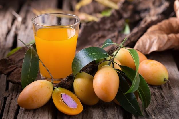 Frutta di plango o frutta tropicale sudorientale della prugna di marian