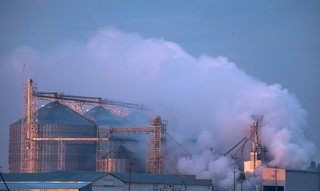 Impianto o ascensore, emissioni nocive in atmosfera.