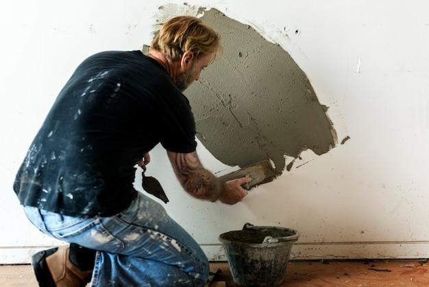 Costruzione dell'interno della parete del cemento dell'intonaco