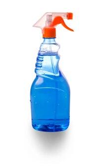 Bottiglia di plastica di detergente per vetri blu su bianco