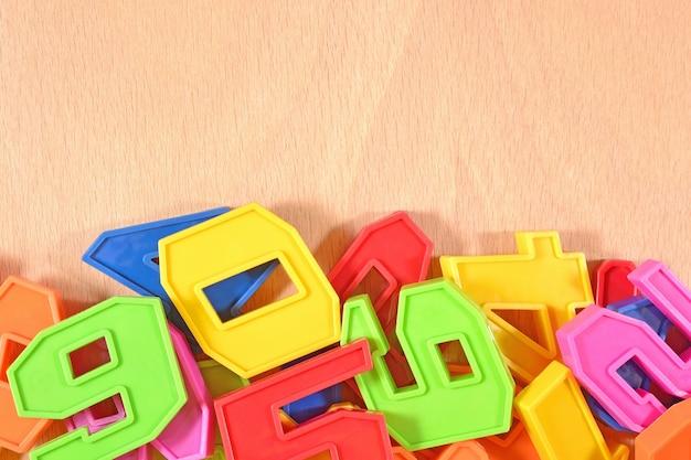 Numeri colorati in plastica