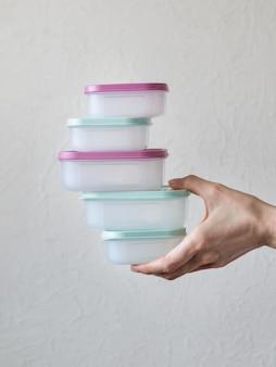 Contenitori in plastica per trasporto e conservazione di prodotti alimentari