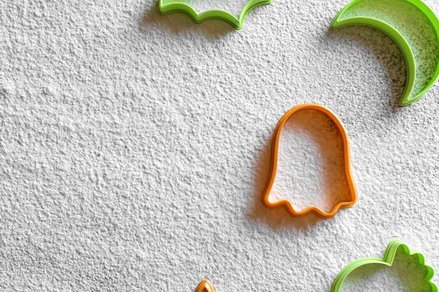 Tagliabiscotti in plastica halloween farina bianca in polvere fantasma