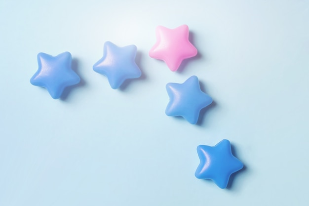 Forma a cinque stelle in plastica. aumentare la valutazione del rating e il concetto di classificazione. esperienza del cliente.