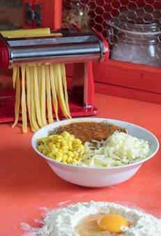 Piatto di deliziosi spaghetti alla bolognese