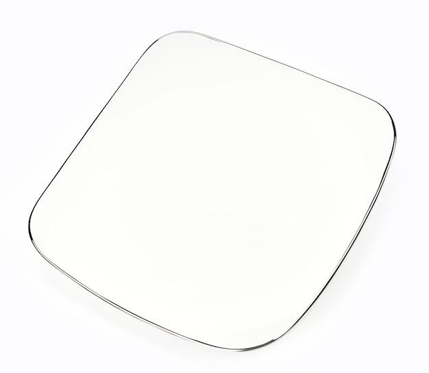 Piatto quadrato isolato su sfondo bianco