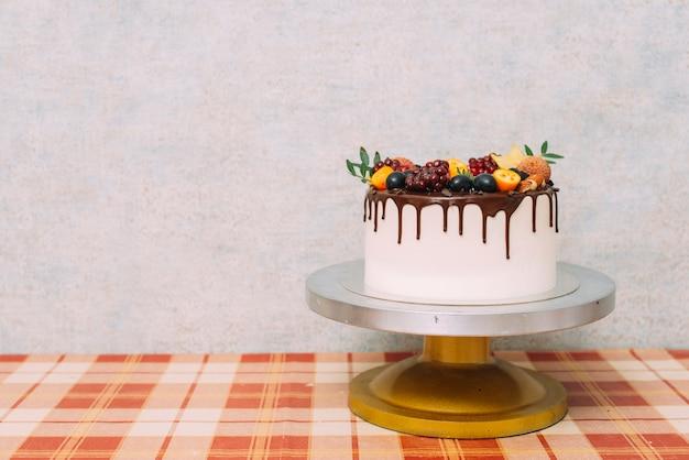 Piastra con torta deliziosa