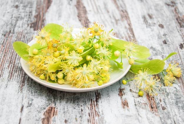 Piatto con fiori di tiglio