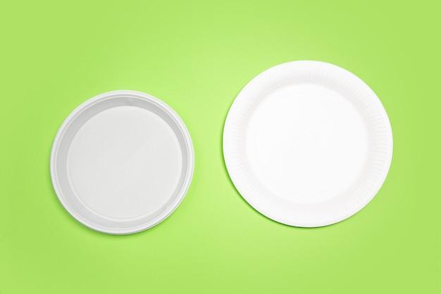 Piatti. vita ecologica: riciclare le cose organiche rispetto a polimeri, analoghi della plastica. home style, prodotti naturali da riciclare e non dannosi per l'ambiente e la salute.