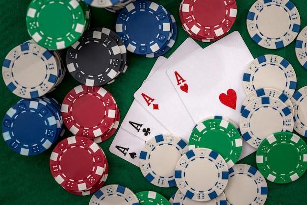 Gioca a carte con fiches sul casinò da vicino