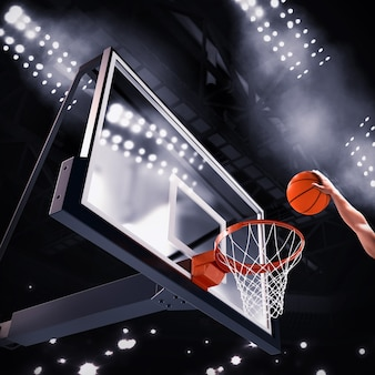 Il giocatore lancia la palla nel canestro