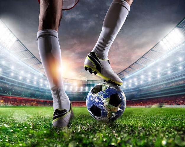 Giocatore con un pallone da calcio come pianeta del mondo. terra fornita dalla nasa.