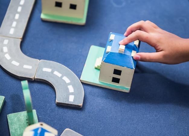 Giocare per il settore immobiliare, i bambini imparano e educano