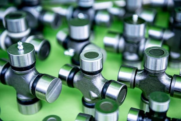Impianti idraulici e raccordi su sfondo verde