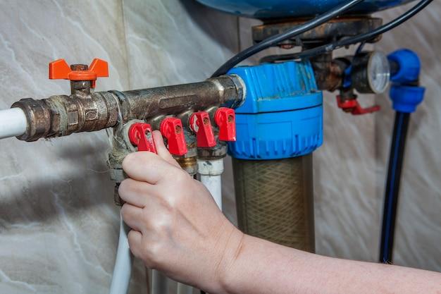 Tubazione del sistema del collettore idraulico per la distribuzione dell'acqua domestica.