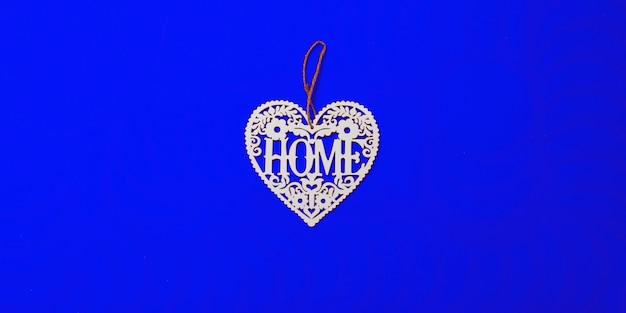 Topper in compensato, cuore bianco, vista dall'alto, scritta home,