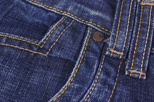 Tasca e rivetto sui jeans. fondo dei jeans di struttura cucita.