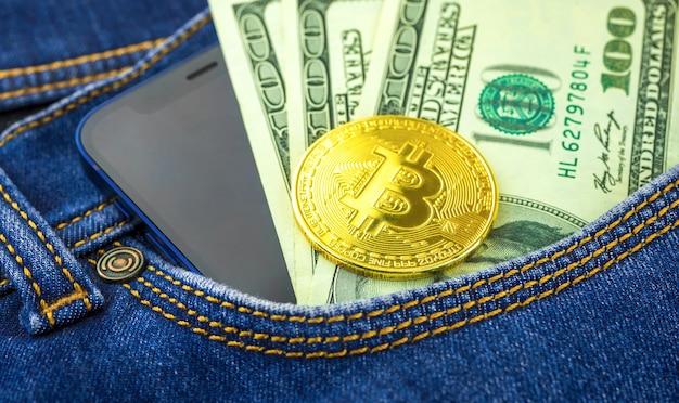 Tasca con bitcoin, dollari usa e telefono cellulare, sfondo del concetto di trading e investimento, foto aziendale e bancaria