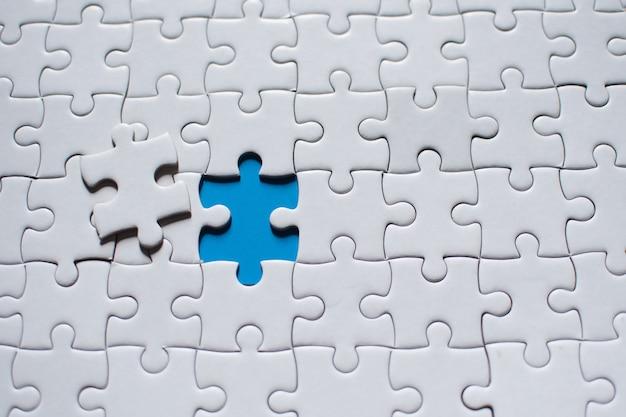 Punto di collegamento che connette rosso e bianco, connessione aziendale