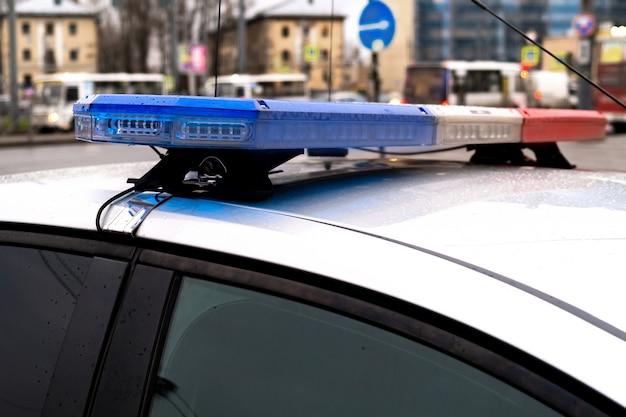 Auto della polizia. auto di pattuglia russa, la polizia delle iscrizioni.