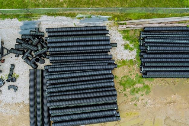 Tubi in polietilene per un sistema di approvvigionamento idrico per la posa di comunicazioni urbane di casa su tubi neri principali in plastica