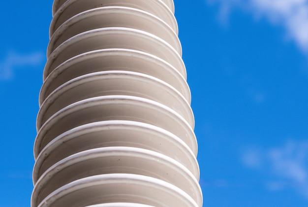 Isolante ceramico polimerico ad alta tensione.