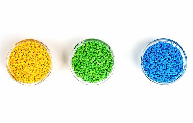 Palline di plastica colorante polimero in ciotole