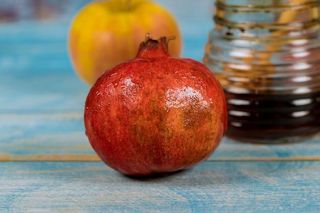 Simboli di festa tradizionali di melograno e miele rosh hashanah jewesh holiday