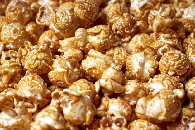 Popcorn con il primo piano del caramello