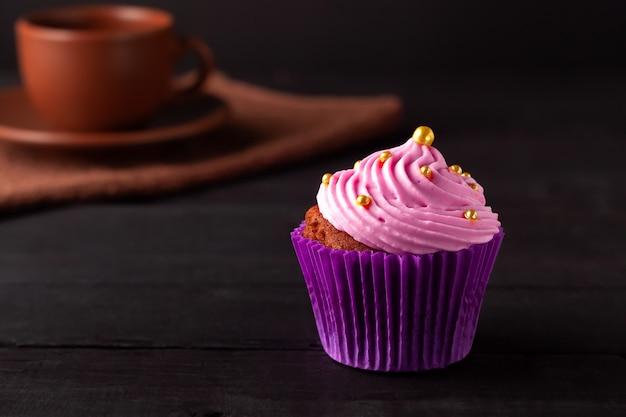 Un dolce popolare per tè e caffè sono i muffin alla crema di burro.