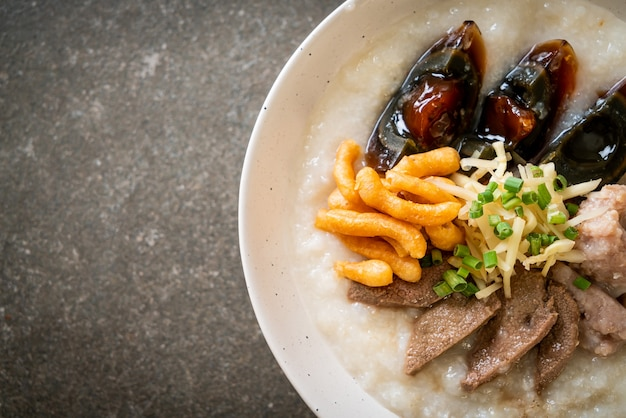 Pork congee o porridge con pork bowl