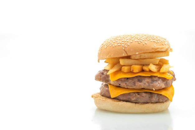Hamburger di maiale o hamburger di maiale con formaggio e patatine fritte isolati su sfondo bianco