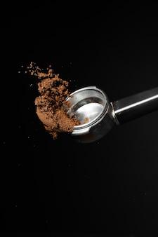 Portafiltro con polvere di caffè Foto Premium