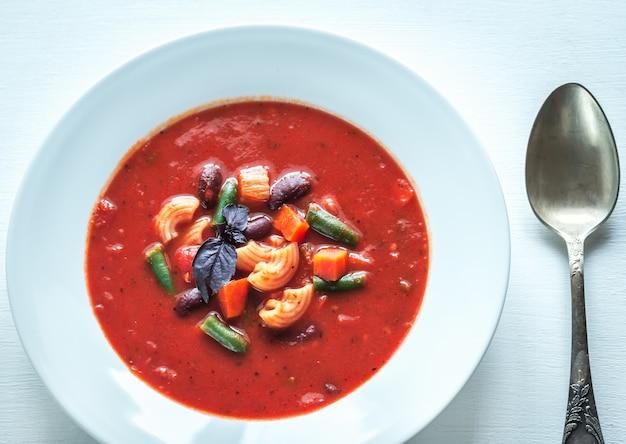 Porzione di minestrone italiano