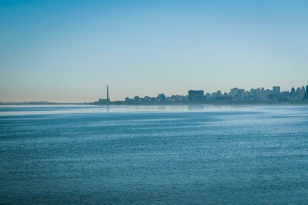 Porto alegre rio grande do sul membro brasile l'11 agosto 2008 lago guaiba e skyline della città