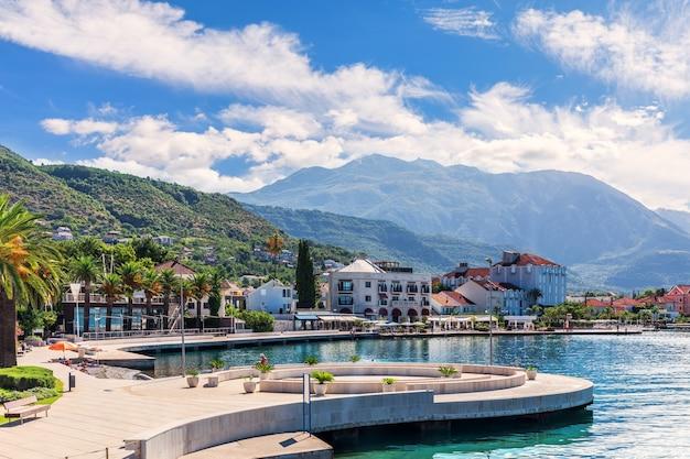 Porticciolo di porto montenegro a tivat, vista di estate.