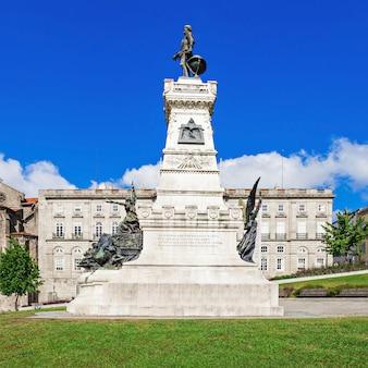 Porto, portogallo - 02 luglio: il palacio da bolsa (palazzo della borsa) è un edificio storico il 02 luglio 2014 a porto, portogallo
