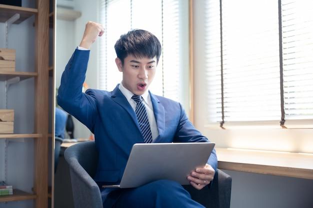 Ritratto di uomo d'affari asiatico